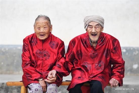 Xiang Yongshan (R) and his wife Wu Xi'an pose for a photo in Zaojiao village of Fengping township, Fengjie County, southwest China's Chongqing Municipality, Aug. 23, 2017. The 100-year-old Xiang and 101-year-old Wu has been married for 81 years. (Xinhua/Wang Quanchao)