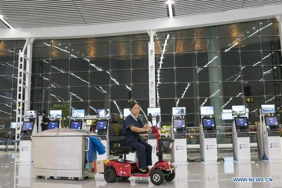 A sanitation worker cleans floor at the T3A terminal of the Jiangbei Airport in Chongqing, southwest China, Aug. 29, 2017. The T3A terminal and the third runway of the airport are put into operation on Tuesday. (Xinhua/Liu Chan)