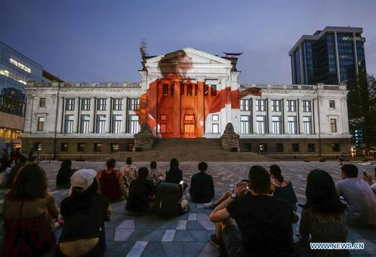 People admire the light projection performance on the wall of Vancouver Art Gallery during the Facade Festival held in Vancouver, Canada. Sept. 4, 2017. (Xinhua/Liang sen)