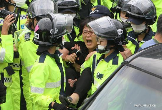A protester clashes with the police during a demonstration against the Terminal High Altitude Area Defense (THAAD) in Seongju, South Korea, on Sept. 7, 2017. Seoul's defense ministry said the remaining THAAD elements and other construction equipment would be delivered to the former golf course at Soseong-ri village in Seongju county, North Gyeongsang province within Thursday, and thousands of policemen violently dispersed peace activists and residents living near the site of the THAAD missile defense system. (Xinhua/Yao Qilin)