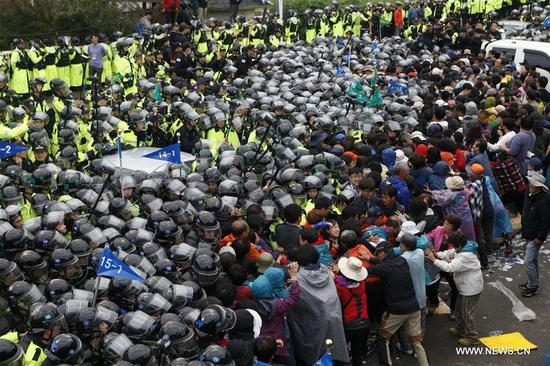 Protesters clash with the police during a demonstration against the Terminal High Altitude Area Defense (THAAD) in Seongju, South Korea, on Sept. 7, 2017. Seoul's defense ministry said the remaining THAAD elements and other construction equipment would be delivered to the former golf course at Soseong-ri village in Seongju county, North Gyeongsang province within Thursday, and thousands of policemen violently dispersed peace activists and residents living near the site of the THAAD missile defense system. (Xinhua/Yao Qilin)