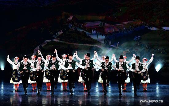 Actors perform a dance during the opening ceremony of the 4th Silk Road International Arts Festival in Xi'an, capital of northwest China's Shaanxi Province, Sept. 7, 2017. The festival will be held on Sept. 7-21, with the participation of artists from over 20 countries and regions. (Xinhua/Liu Xiao)