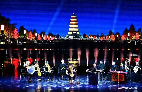 Actors perform during the opening ceremony of the 4th Silk Road International Arts Festival in Xi'an, capital of northwest China's Shaanxi Province, Sept. 7, 2017. The festival will be held on Sept. 7-21, with the participation of artists from over 20 countries and regions. (Xinhua/Liu Xiao)