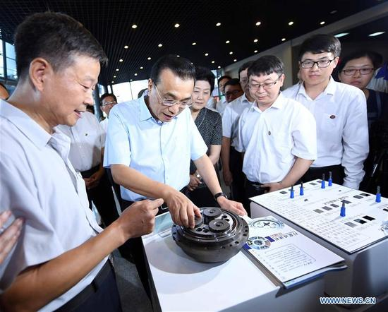 Chinese Premier Li Keqiang (2nd L, front) views technological achievements during an inspection to Tianjin University of Technology and Education in Tianjin, north China, Sept. 8, 2017. Li made an inspection here on Friday and stressed the importance of vocational education in boosting products made in China. During his inspection, the premier extended festive greetings to the teachers ahead of National Teachers' Day, which falls on Sept. 10. (Xinhua/Zhang Duo)
