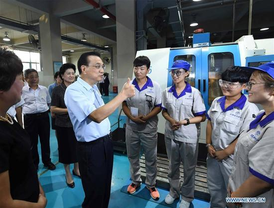 Chinese Premier Li Keqiang talks with students during an inspection to Tianjin University of Technology and Education in Tianjin, north China, Sept. 8, 2017. Li made an inspection here on Friday and stressed the importance of vocational education in boosting products made in China. During his inspection, the premier extended festive greetings to the teachers ahead of National Teachers' Day, which falls on Sept. 10. (Xinhua/Zhang Duo)