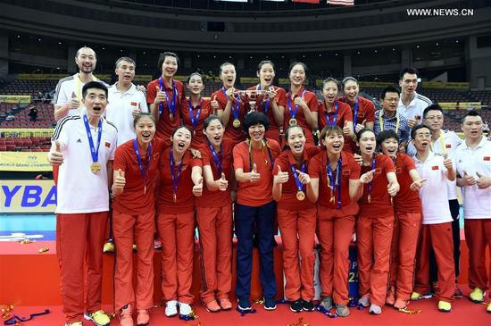 Lang Ping (C), head coach of Chinese Women National Volleyball Team, takes photo with her players after the awarding ceremony for FIVB Women's Grand Champions Cup 2017 at Nippon Gaishi Hall in Nagoya, Japan on Sept. 10, 2017. Team China claimed the title with five victories in a row after round robin matches on Sunday. (Xinhua/Ma Ping)