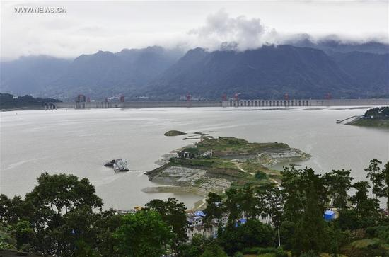 Photo taken on Sept. 10, 2017 shows the water level of the Three Gorges project before a full-capacity storage test in central China's Hubei Province. The Three Gorges project started to launch a water storage test to make its water level reach the highest designed mark of 175 meters on Sept. 10, required by China's State Flood Control and Drought Relief Headquarters. The storage is expected to complete at the end of October or on November. (Xinhua/Wang Jiaman)