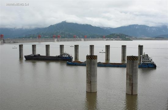 Vessels sail on the upper stream of the Three Gorges project in central China's Hubei Province, Sept. 10, 2017. The Three Gorges project started to launch a water storage test to make its water level reach the highest designed mark of 175 meters on Sept. 10, required by China's State Flood Control and Drought Relief Headquarters. The storage is expected to complete at the end of October or on November. (Xinhua/Zheng Jiayu)