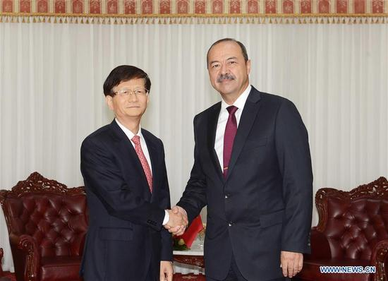 Meng Jianzhu (L), member of the Political Bureau of the Communist Party of China (CPC) Central Committee and head of the Commission for Political and Legal Affairs of the CPC Central Committee, meets with Uzbek Prime Minister Abdulla Aripov in Tashkent, Uzbekistan, Sept. 9, 2017. (Xinhua/Sadat)