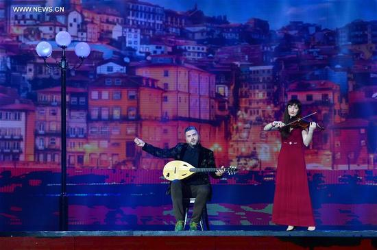 Actors perform during a gala of the 19th Nanning international folk song art festival in Nanning, capital of south China's Guangxi Zhuang Autonomous Region, Sept. 12, 2017. (Xinhua/Li Xuanli)