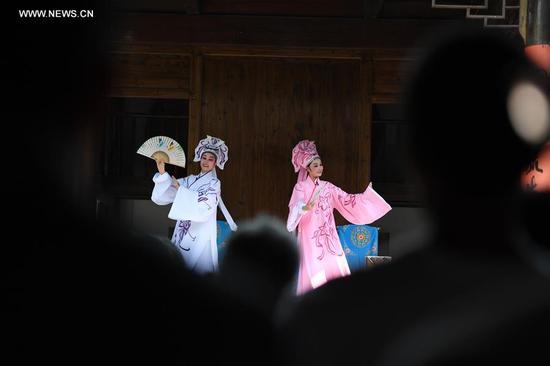 Actors perform Chinese traditional Shaoxing Opera in Xianju County of Taizhou, east China's Zhejiang Province, Sept. 13, 2017. (Xinhua/Huang Zongzhi)