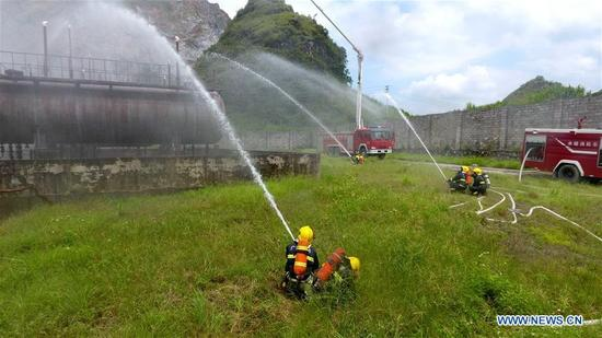 Firemen practice during a fire drill in Dahua Yao Autonomous County of Hechi City, south China's Guangxi Zhuang Autonomous Region, Sept. 13, 2017. (Xinhua/Gao Dongfeng)