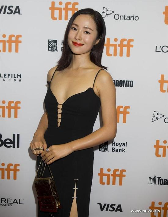 """Actress Jiang Yiyan poses for photos before the press conference of the North American premiere of Chinese film """"Seventy-Seven Days"""" in Toronto, Canada, Sept. 13, 2017. (Xinhua/Zou Zheng)"""