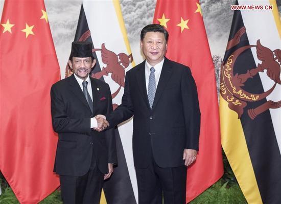 Chinese President Xi Jinping (R) holds talks with Brunei's Sultan Haji Hassanal Bolkiah in Beijing, capital of China, Sept. 13, 2017. (Xinhua/Li Tao)