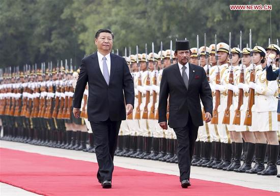 Chinese President Xi Jinping (L) holds a welcome ceremony for Brunei's Sultan Haji Hassanal Bolkiah before their talks in Beijing, capital of China, Sept. 13, 2017. (Xinhua/Xie Huanchi)