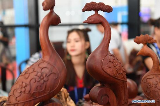 Photo taken on Sept. 13, 2017 shows copper-made dogs at the Indian booth during the 14th China-ASEAN Expo in Nanning, capital of south China's Guangxi Zhuang Autonomous Region. The 14th China-ASEAN Expo opened here Tuesday, highlighting trade and investment among China, ASEAN and other countries along the Belt and Road.(Xinhua/Huang Xiaobang)