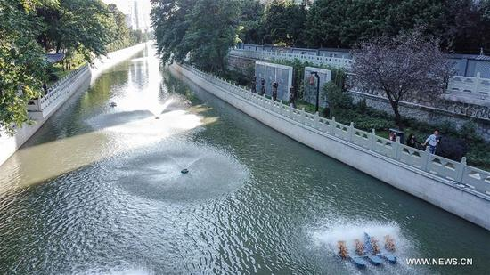 Photo taken on Oct. 9, 2017 shows the Qinghuai River in Nanjing, capital of east China's Jiangsu Province. The environment of the city has been promoted through an operation of cleaning rivers in the city. (Xinhua/Yang Lei)