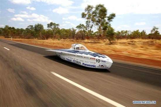 Solar car Tokai Challenger of Japan's Tokai University races during the second day match of 2017 World Solar Challenge in Canberra, Australia on Oct. 9, 2017. (Xinhua/2017 Bridgestone World Solar Challenge)