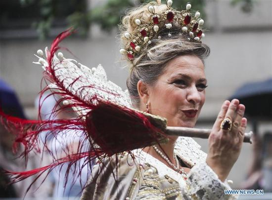 A woman dressed in traditional costume attends Columbus Day parade on Manhattan's Fifth Avenue in New York, the United States, on Oct. 9, 2017. Thousands of people participated in the celebration of the Italian American culture and heritage here on Monday. (Xinhua/Wang Ying)