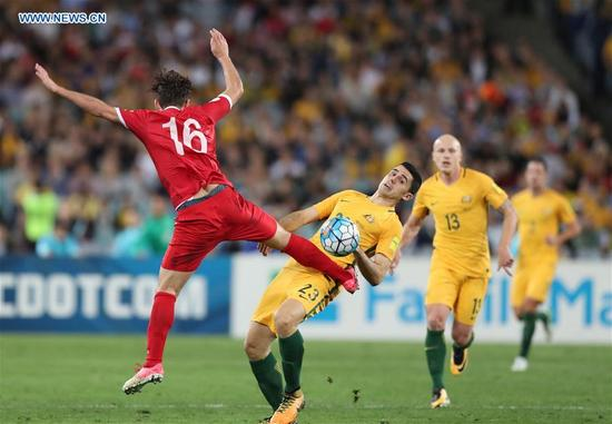 Tomas Rogic (C) of Australia vies with Hamid Mido (L) of Syria during the FIFA World Cup 2018 Qualifiers Asian Playoff match between Australia and Syria at Sydney Olympic Stadium in Sydney, Australia, Oct. 10, 2017. Australia won 2-1. (Xinhua/Bai Xuefei)