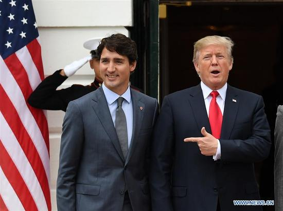 U.S. President Donald Trump (R) welcomes visiting Canadian Prime Minister Justin Trudeau at the White House in Washington D.C., the United States, on Oct. 11, 2017. Trump met with Trudeau Wednesday amid new NAFTA negotiations. (Xinhua/Yin Bogu)