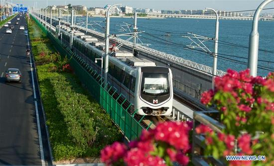 Subway line 1 runs on the Jixing Seawall in Xiamen, southeast China's Fujian Province, Oct. 11, 2017. It was the last day of the 6-day test operation of the subway line 1 that spans the sea in Xiamen. (Xinhua/Jiang Kehong)