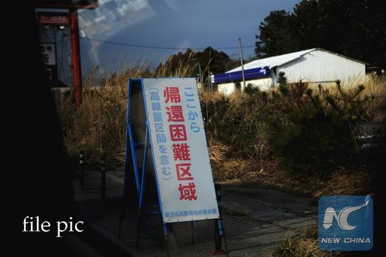 Photo taken on Feb. 22, 2017 shows a warning sign at Okuma near the Fukushima Daiichi nuclear power plant, Fukushima Prefecture, Japan. A magnitude-9.0 earthquake in 2011 triggered a massive tsunami which destroyed the emergency power and then the cooling system of Fukushima Daiichi nuclear power plant, and caused a serious nuclear disaster, forcing some 300,000 people to evacuate. Almost six years later, the nuclear nightmare still continues in that part of Japan. (Xinhua/Hua Yi)