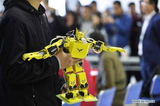 A robot is seen at a robot competition held at Tianjin Polytechnic University in north China's Tianjin, Oct. 29, 2017. A total of 286 teams from 16 universities participated in the competition on Sunday. (Xinhua/Shi Songyu)