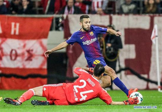 Goalkeeper of Olympiacos Silvio Proto (front), vies with Jordi Alba of Barcelona during their UEFA Champions League group D match in Athens, Greece, on Oct. 31, 2017. The match ended with a 0-0 tie. (Xinhua/Lefteris Partsalis)
