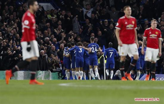 Players of Chelsea celebrate their first goal during the English Premier League match between Chelsea and Manchester United at Stamford Bridge Stadium in London, Britain on Nov. 5, 2017. Chelsea won 1-0. (Xinhua/Han Yan)