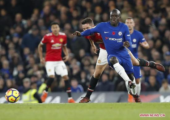 N'Golo Kante (2nd R) of Chelsea vies with Ander Herrera (2nd L) of Manchester United during the English Premier League match at Stamford Bridge Stadium in London, Britain on Nov. 5, 2017. Chelsea won 1-0. (Xinhua/Han Yan)