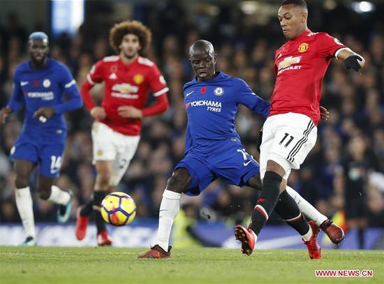 N'Golo Kante (2nd R) of Chelsea vies with Anthony Martial of Manchester United during the English Premier League match at Stamford Bridge Stadium in London, Britain on Nov. 5, 2017. Chelsea won 1-0. (Xinhua/Han Yan)