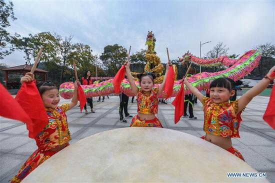 Children from local kindergarten and members of a local dragon dance team perform to celebrate the Beginning of Winter at an activity center in Qingcaowu Village of Changxing County, east China's Zhejiang Province, Nov. 7, 2017. The activity center aiming to enrich villagers' cultural life was officially put into use on Tuesday.(Xinhua/Xu Yu)