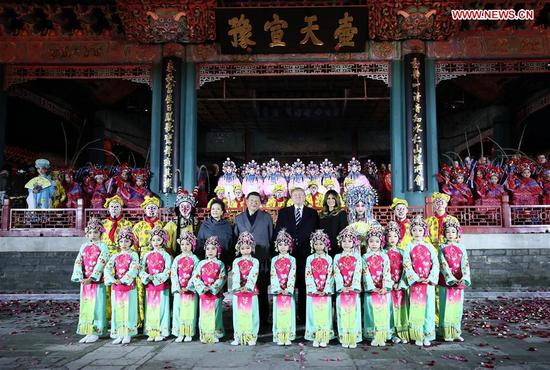 Chinese President Xi Jinping and his wife Peng Liyuan, and U.S. President Donald Trump and his wife Melania Trump pose for a photo with performers after watching a Peking Opera performance at the Palace Museum, or the Forbidden City, in Beijing, capital of China, Nov. 8, 2017. (Xinhua/Lan Hongguang)