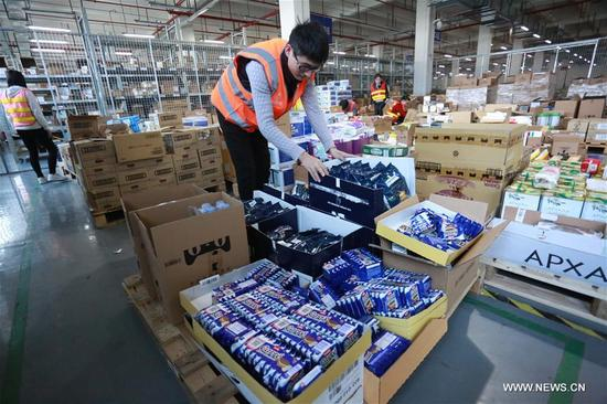 Staff members of a cross-border e-commerce company check stock in Ningbo, east China's Zhejiang Province, Nov. 8, 2017. Cross-border e-commerce companies and courier services in Ningbo are busy preparing for the Singles' Day shopping spree which falls on Nov.11. (Xinhua/Huang Ruipeng)
