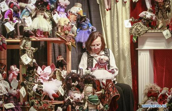 A vendor showcases her puppet creations at the Circle Craft Market in Vancouver, Canada, Nov. 8, 2017. Over 300 artisans from across Canada participated in the 5-day event to showcase various crafts. (Xinhua/Liang Sen)