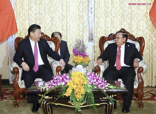 Chinese President Xi Jinping (L), also general secretary of the Communist Party of China Central Committee, holds talks with Bounnhang Vorachit, general secretary of the Lao People's Revolutionary Party (LPRP) Central Committee and president of Laos, in Vientiane, Laos, Nov. 13, 2017. (Xinhua/Lan Hongguang)