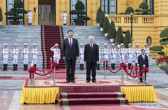 Chinese President Xi Jinping, also general secretary of the Communist Party of China Central Committee, attends a grand welcome ceremony hosted by Nguyen Phu Trong, general secretary of the Communist Party of Vietnam Central Committee, ahead of their talks in Hanoi, Vietnam, Nov. 12, 2017. (Xinhua/Li Tao)