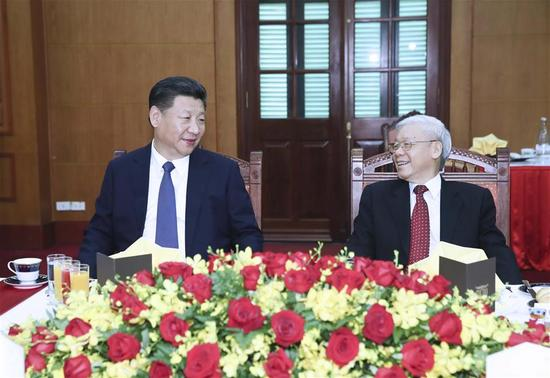 Chinese President Xi Jinping (L), also general secretary of the Communist Party of China (CPC) Central Committee, meets with General Secretary of the Communist Party of Vietnam (CPV) Central Committee Nguyen Phu Trong again in Hanoi, Vietnam, Nov. 13, 2017. (Xinhua/Lan Hongguang)