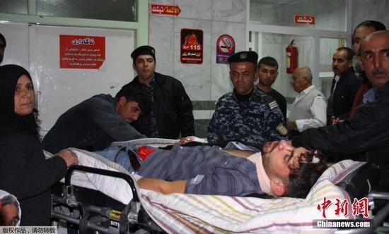 Powerful earthquake kills 445 Iranians, more casualties feared
