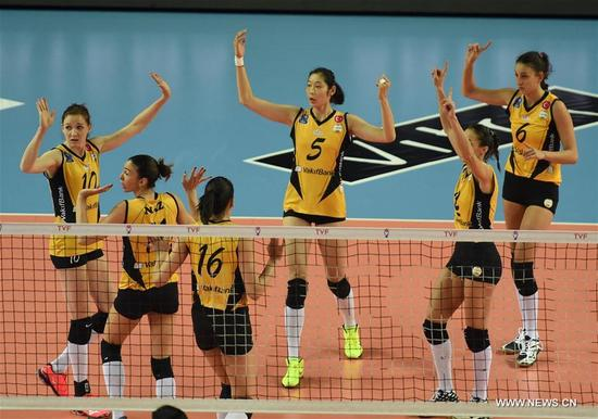 Vakifbank's players apply for a challenge during the Turkish Women Volleyball League match between Eczacibasi and Vakifbank in Istanbul, Turkey, on Nov. 14, 2017. Vakifbank lost 0-3. (Xinhua/He Canling)