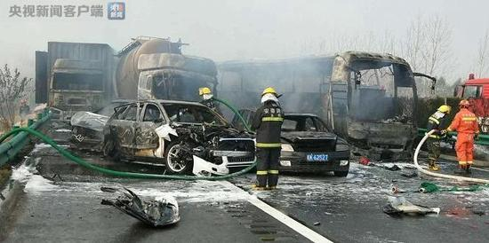 Four vehicles catch fire on east China expressway, 7 dead