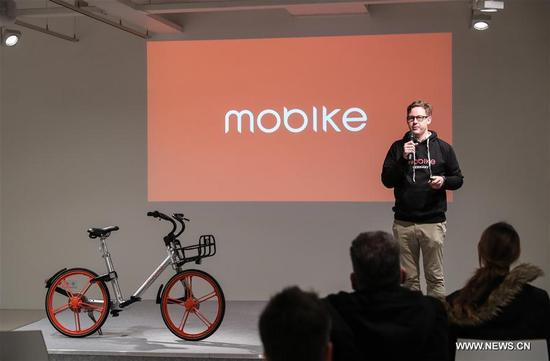Photo taken on Nov. 21, 2017 shows the launch event of Chinese bike-sharing company Mobike in Berlin, capital of Germany. Chinese bike-sharing company Mobike on Tuesday launched its service with 700 bikes in Berlin, the first city in Germany and the 200th city around the world. (Xinhua/Shan Yuqi)