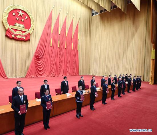 Xi Jinping and other leaders of the Communist Party of China and the state present honorary certificates to representatives of the awardees at a gathering to honor model workers and exemplary individuals at the Great Hall of the People in Beijing, capital of China, Nov. 24, 2020. (Xinhua/Xie Huanchi)