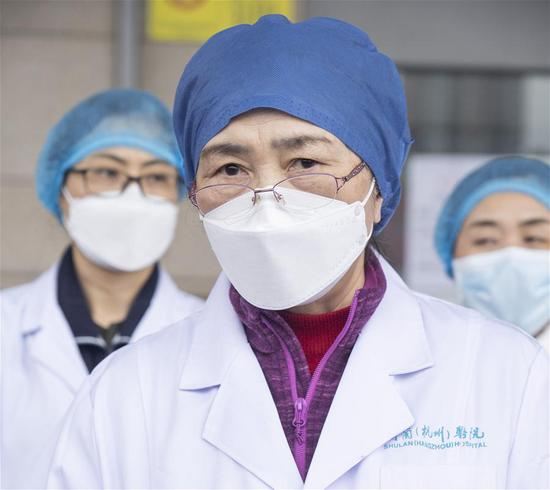 Li Lanjuan, a renowned Chinese epidemiologist, introduces the treatment process of the 600th cured patient of COVID-19 at the east branch of Renmin Hospital of Wuhan University in Wuhan, central China's Hubei Province, March 16, 2020. The 600th patient confirmed of novel coronavirus infection has been discharged from the east branch of the hospital on Monday. (Xinhua/Cai Yang)