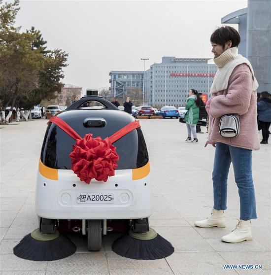 A self-driving sweeper car is put into service at Inner Mongolia Normal University in Hohhot, north China's Inner Mongolia Autonomous Region, Jan. 9, 2019. (Xinhua/Ding Genhou)