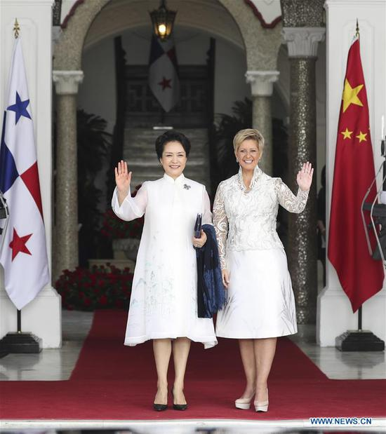 Peng Liyuan (L), wife of Chinese President Xi Jinping, and World Health Organization goodwill ambassador for tuberculosis and HIV/AIDS and UNESCO special envoy for the advancement of girls' and women's education, meets with Panamanian First Lady Lorena Castillo Garcia, a special ambassador for UNAIDS in Latin America, in Panama City, Panama, Dec. 3, 2018. Peng and Castillo jointly attended a publicizing activity on AIDS prevention and treatment on Monday. (Xinhua/Ding Haitao)