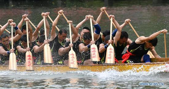 People take part in a dragon boat race to celebrate the Dragon Boat Festival on the Qingshuijiang River in Huayuan County, central China's Hunan Province, on June 6, 2019. The Dragon Boat Festival falls on the fifth day of the fifth month of the Chinese lunar calendar, or June 7 this year. (Xinhua/Long Enze)