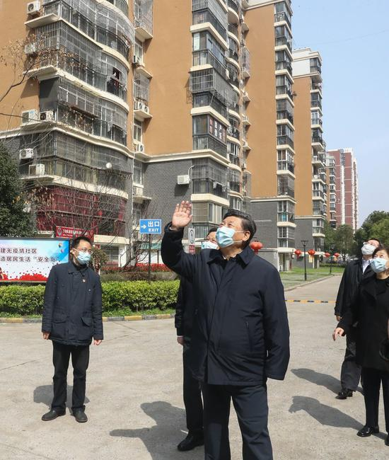 President Xi Jinping waves to residents who are quarantined at home and sends regards to them at a community in Wuhan, March 10, 2020. (Xinhua/Ju Peng)