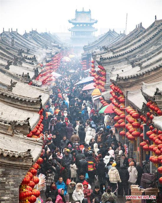 Tourists visit Pingyao, a tourist attraction in north China's Shanxi Province, Feb. 10, 2019. China's domestic tourism revenue gained 513.9 billion yuan (about 76.21 billion U.S. dollars) during the week-long Spring Festival holiday that ends Sunday, an annual increase of 8.2 percent, according to the Ministry of Culture and Tourism. A total of 415 million trips were made across the country during the holiday, rising by 7.6 percent year on year, according to the ministry. Traditional culture was one of the travelers' favorites during the holiday, as a survey by an institution under the ministry showed that about 40 percent of the travelers had visited museums on their trips. During the Spring Festival holiday last year, 386 million trips were made domestically, contributing to an increase of 475 billion yuan in China's travel revenue. (Xinhua/Liang Shengren)